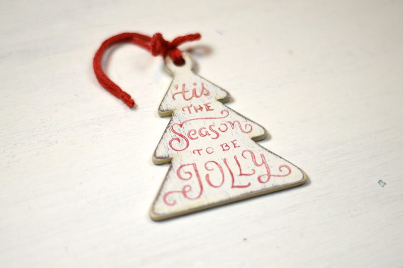 Ornament de brad- Season to be jolly