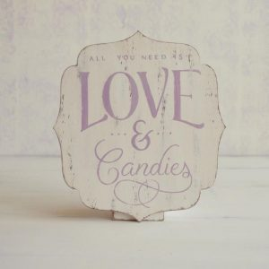 Tabllita decorativa pictata manual-Love & Candies