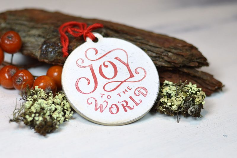 Ornament de brad-Joy to the world