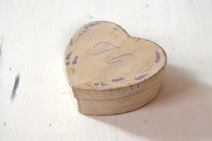 Cutie pentru verighete pictata manual- Lavender love