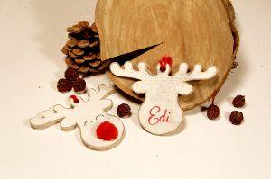 Ornament de brad facut manual - ren cu nas rosu si nume personalizat