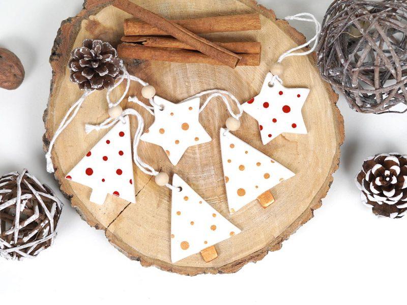 set de 5 ornamente de brad Jolly dots format din stelute si braduti din lemn