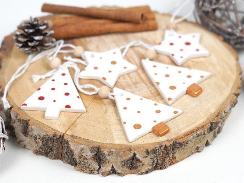 set de 5 ornamente de brad Jolly dots format din stelute si braduti din lemn 3