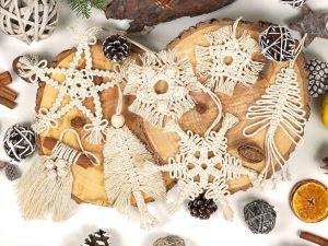 set ornamente brad handmade din macrame pentru Craciun
