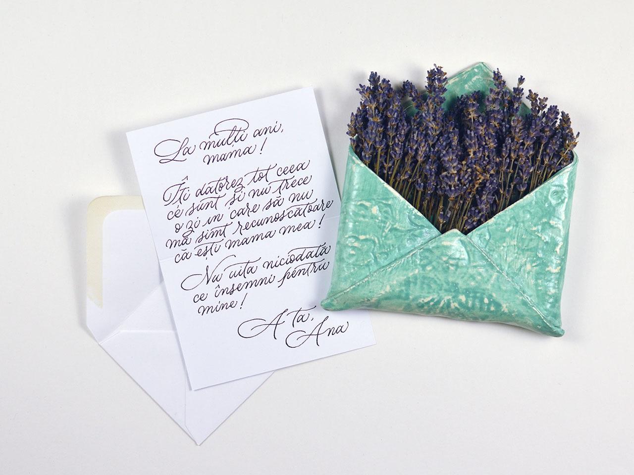 cadou 8 martie plic cu lavanda si biletel scris de mana